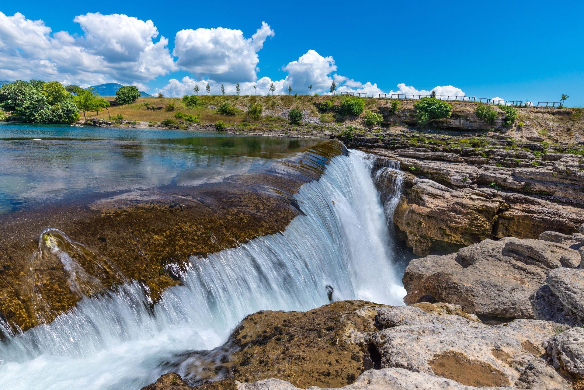 High quality hoto of Niagara Falls - Montenegro