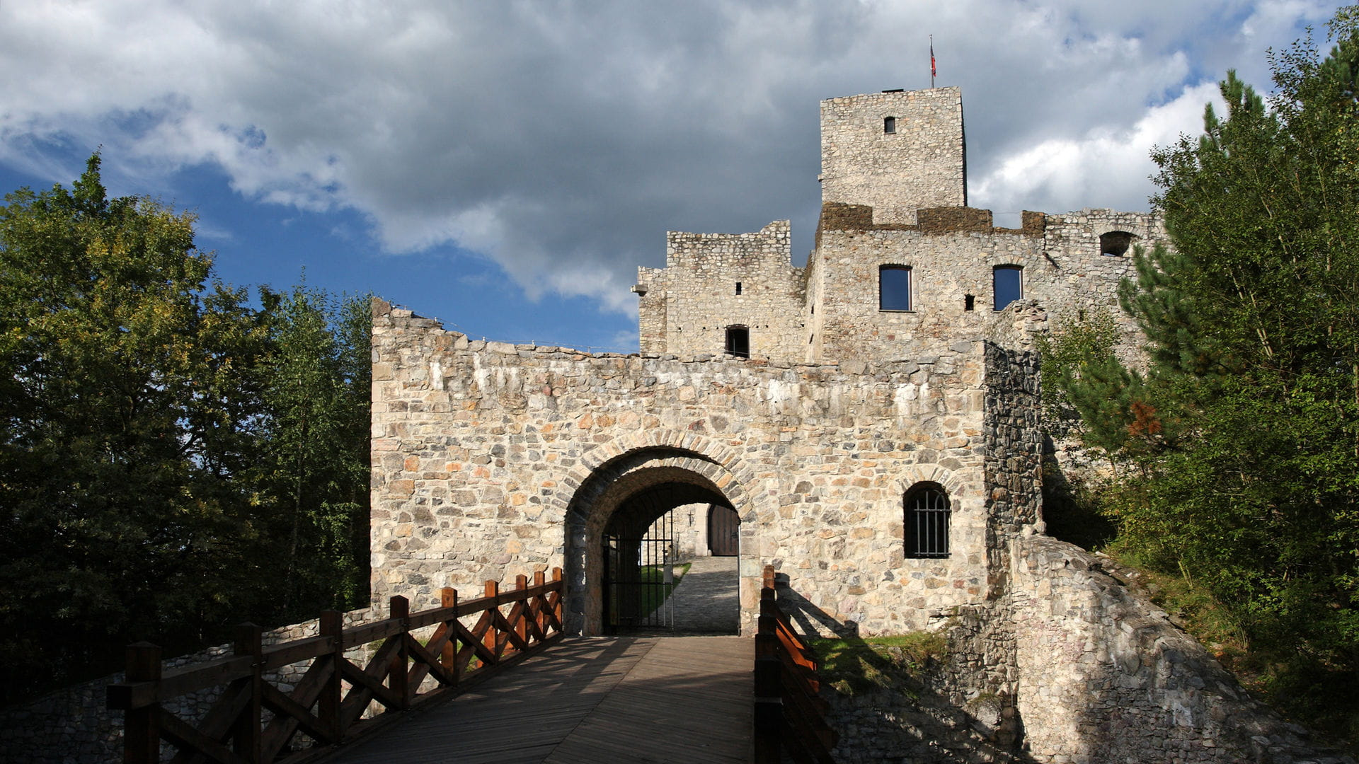 High quality hoto of Strecno Castle - Slovakia